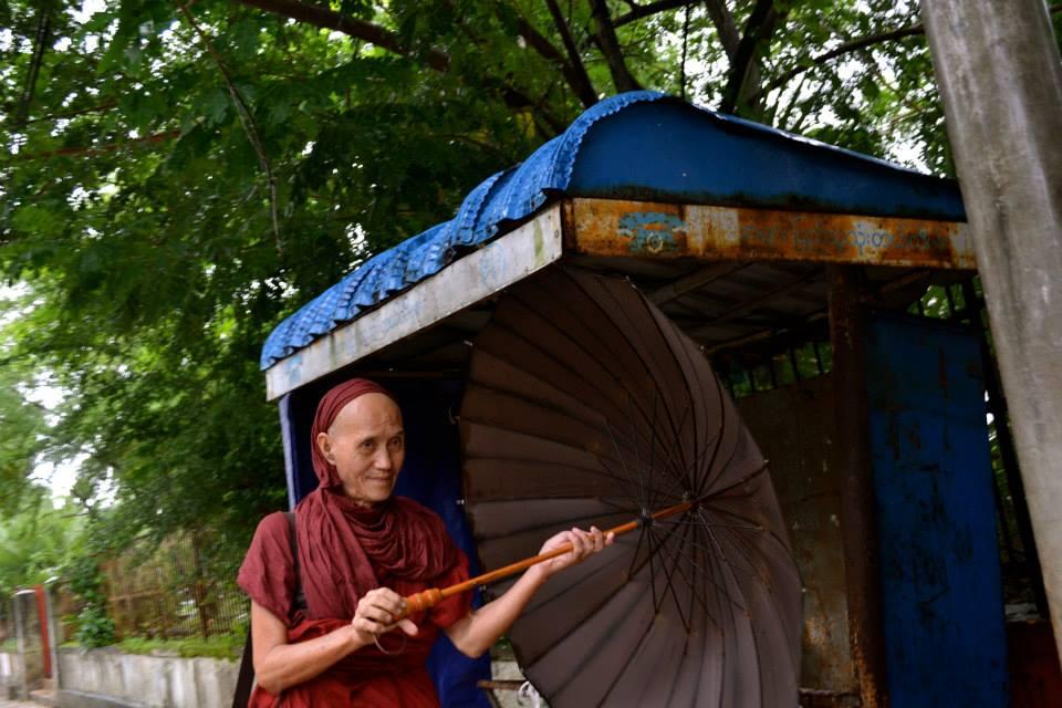 birmanie_yangon_moine